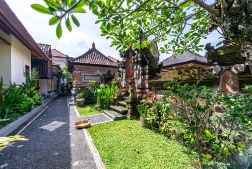 A garden outside Gatra Ubud Inn