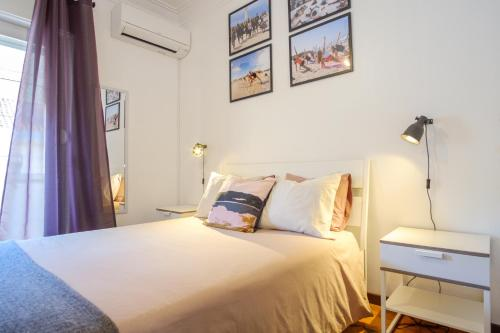 A bed or beds in a room at Lisbon Backpackers