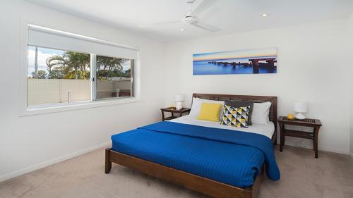 A bed or beds in a room at Mermaid Beach Retreat