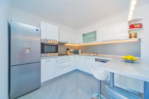 A kitchen or kitchenette at Apartment Residence Narona