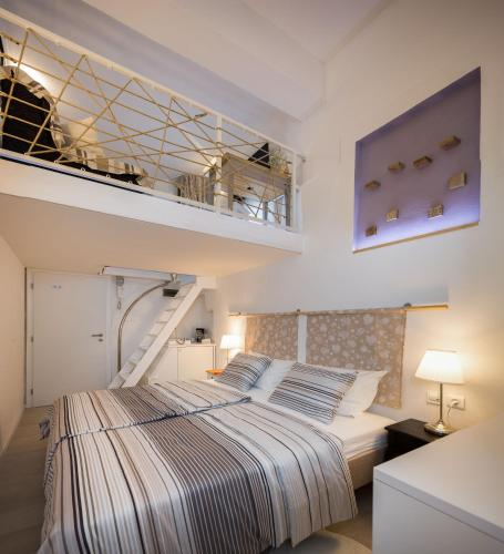A bed or beds in a room at Rooms N&M