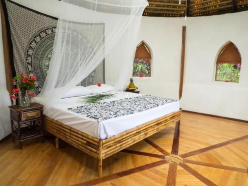 A bed or beds in a room at Paradiselodge Temple