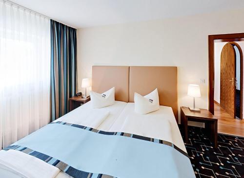 Ein Bett oder Betten in einem Zimmer der Unterkunft Hotel Königer