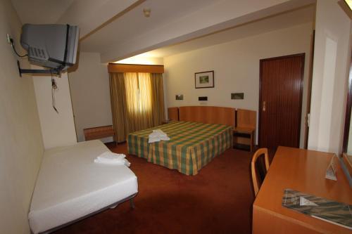 Uma cama ou camas num quarto em Hotel Sao Lourenco