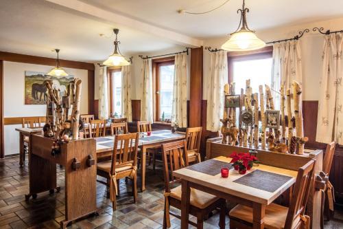 Ein Restaurant oder anderes Speiselokal in der Unterkunft Blessings Landhotel