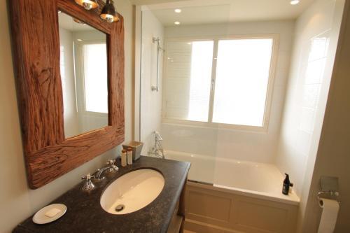 A bathroom at Les Pins Tranquilles