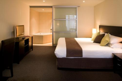 A bed or beds in a room at Adelaide Rockford
