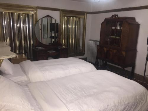 A bed or beds in a room at Illumination Bed & Breakfast