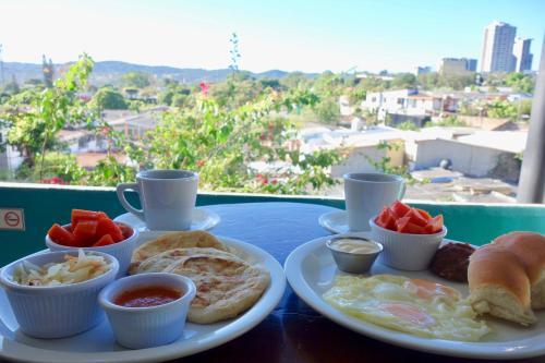 Breakfast options available to guests at Morrison Hotel de la Escalon