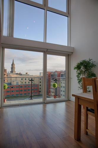 CITY CENTRE APARTMENT with Free Secure Underground Parking