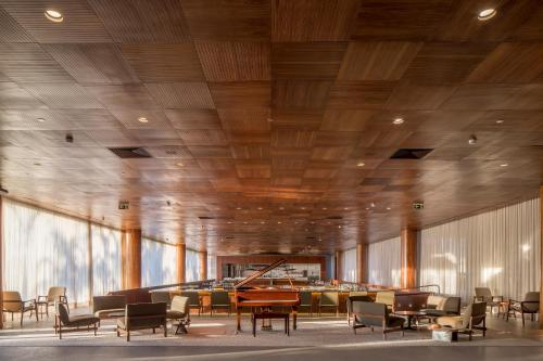 A restaurant or other place to eat at B Hotel Brasilia