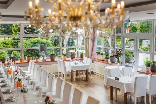 Restauracja lub miejsce do jedzenia w obiekcie Hotel Europejski