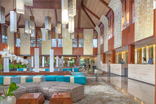The lounge or bar area at Courtyard by Marriott Bali Nusa Dua Resort