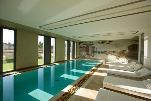 The swimming pool at or close to Domaine de Verchant & Spa - Relais & Châteaux