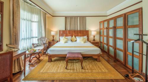 A bed or beds in a room at Sokha Angkor Resort