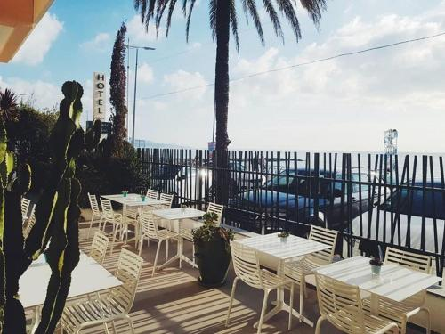 A restaurant or other place to eat at Hôtel Riva Art & Spa