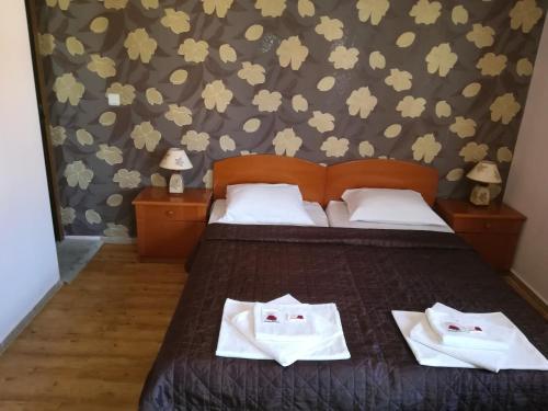 Ein Bett oder Betten in einem Zimmer der Unterkunft Family Hotel Kosko