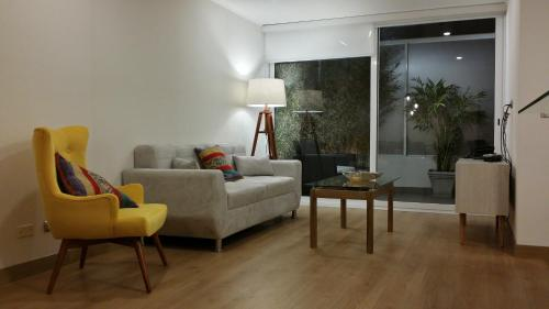 A seating area at GL Apts, rent Upper Pardo Miraflores - Suite 1 Hab