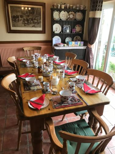 A restaurant or other place to eat at Brynawel Farm B&B