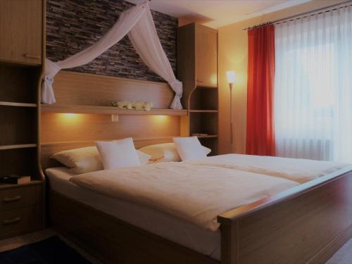 Ein Bett oder Betten in einem Zimmer der Unterkunft Ferienwohnung Bappert