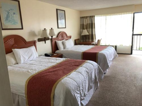A bed or beds in a room at Travel Inn - Lugoff