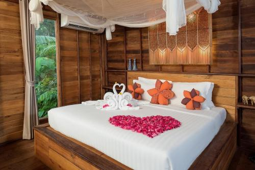 A bed or beds in a room at Serendipity Beach Resort Koh Lipe