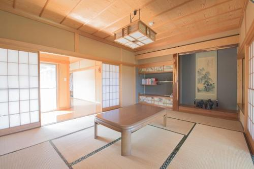 A seating area at Akaishi Shouten