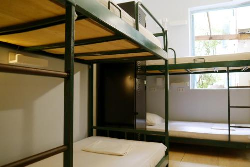 A bunk bed or bunk beds in a room at Mango Tree Ipanema