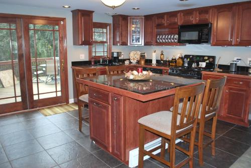 A kitchen or kitchenette at Amazing Views of Cooper River