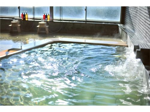 The swimming pool at or close to Onsen Hostel Hinoemi