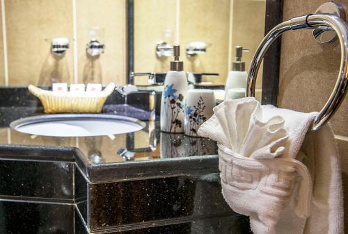 A bathroom at Hala Inn Hotel Apartments - BAITHANS