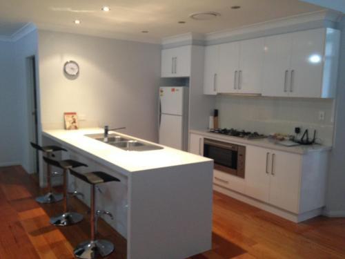 A kitchen or kitchenette at Griffith Prestige Apartments