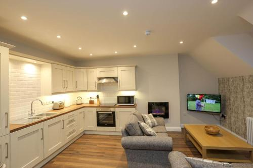 A kitchen or kitchenette at Sea Breeze Apartments