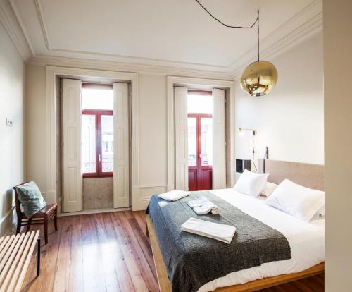 A bed or beds in a room at Aparthotel Oporto Alves da Veiga