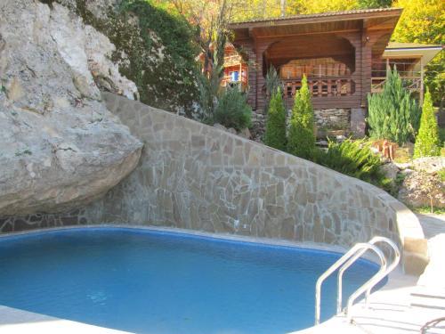 Бассейн в Гостевой дом Любава  или поблизости