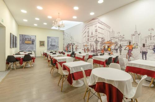 A restaurant or other place to eat at Hotel INN Rossio
