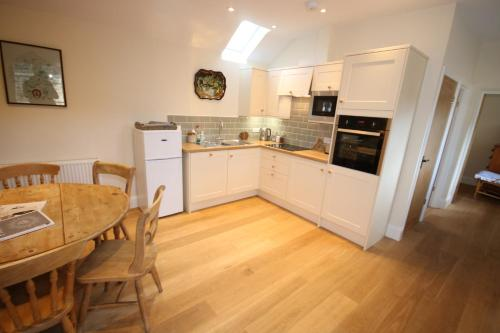 A kitchen or kitchenette at Bolton's Cottage