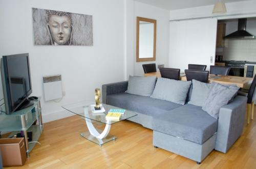 Serviced Apartment In Liverpool City Centre - Free Parking - 76 Henry St by Happy Days - Apt 22