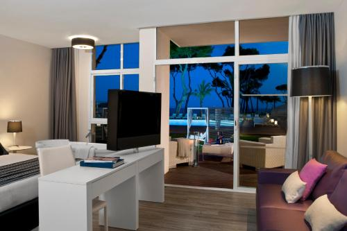 A television and/or entertainment center at Meliá South Beach