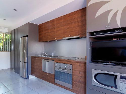 A kitchen or kitchenette at Aqua Apartment #3