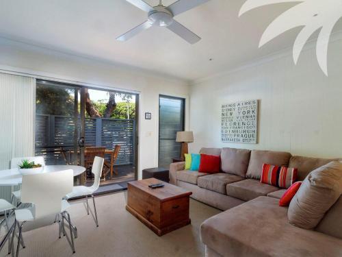 A seating area at Aqua Apartment #4