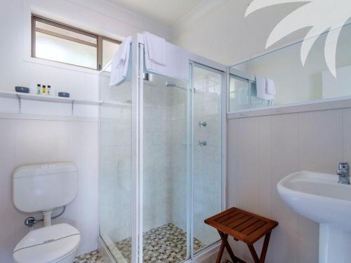 A bathroom at Aqua Apartment #4