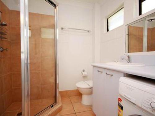A bathroom at Blueys Beach Villa - Villa Manyana Unit 22