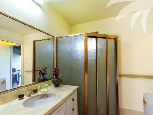 A bathroom at Fyshwicks Cottage