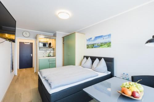 A bed or beds in a room at centerroom München City