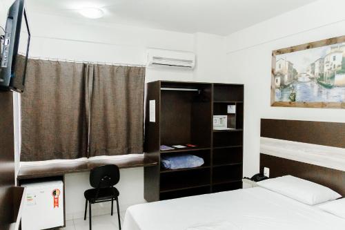 Cama ou camas em um quarto em La Vitre Hotel