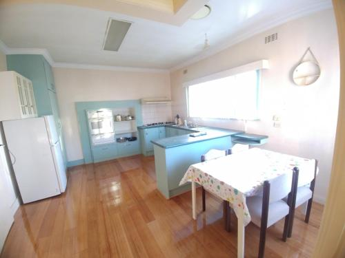 A kitchen or kitchenette at Ideal Business and Family accommodation