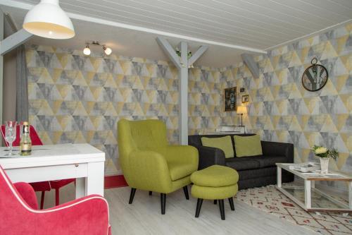 Ein Sitzbereich in der Unterkunft Ferienwohnung am Vitalpark