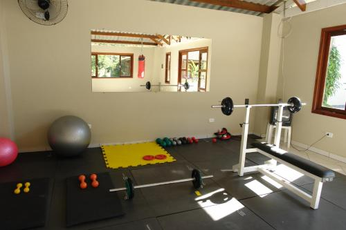 The fitness center and/or fitness facilities at Pousada Praia de Itamambuca