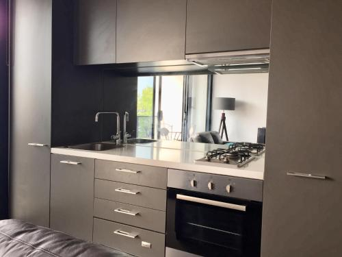 A kitchen or kitchenette at Luxurious with Free Parking & Wi Fi